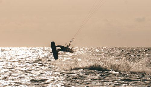 sunset kitesurf sessie italië